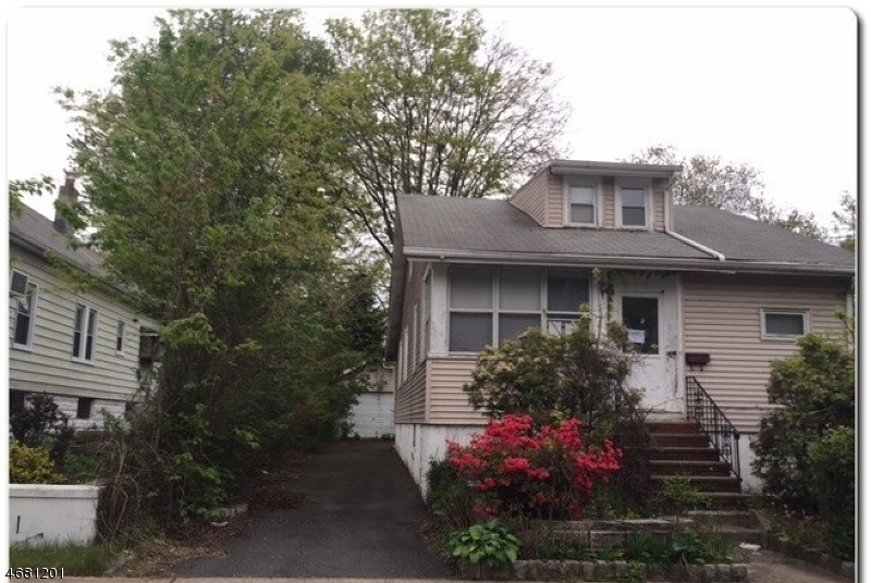 Single Family Home for Sale at 365 StreetILES Street Vauxhall, New Jersey 07088 United States