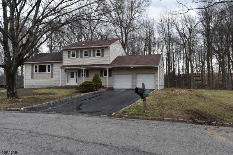 Single Family Home for Sale at 44 Phyldan Road East Hanover, 07936 United States