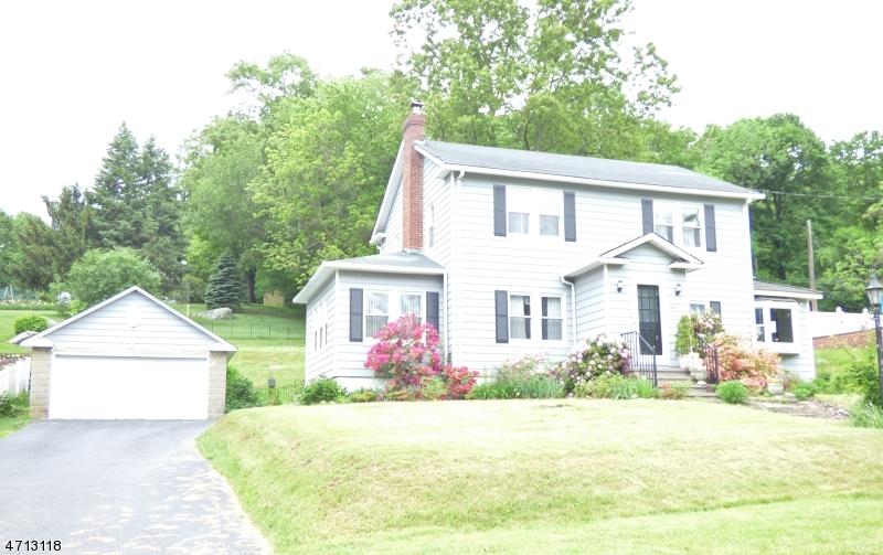 独户住宅 为 销售 在 10 Musconetcong Avenue 斯坦霍普, 新泽西州 07874 美国