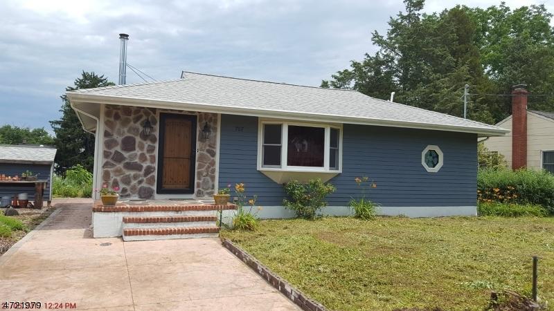 Nhà ở một gia đình vì Bán tại 707 Chester Avenue Branchburg, New Jersey 08853 Hoa Kỳ