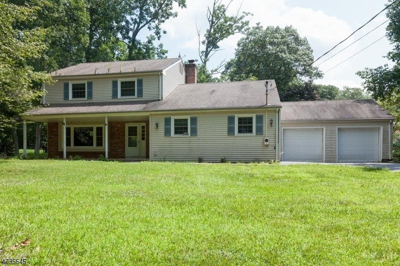 Einfamilienhaus für Verkauf beim 11 Woodlawn Drive 11 Woodlawn Drive Andover Township, New Jersey 07821 Vereinigte Staaten