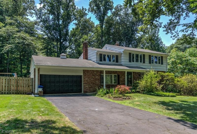 Casa Unifamiliar por un Venta en 48 SUNRISE Drive Montvale, Nueva Jersey 07645 Estados Unidos