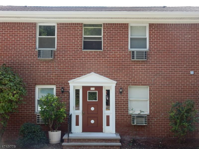 Casa Unifamiliar por un Alquiler en 100 Pierson Miller Dr, C14 Pompton Lakes, Nueva Jersey 07442 Estados Unidos