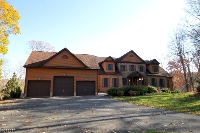 Single Family Home for Sale at 7 Bonnie Glen Court 7 Bonnie Glen Court Andover Township, New Jersey 07860 United States