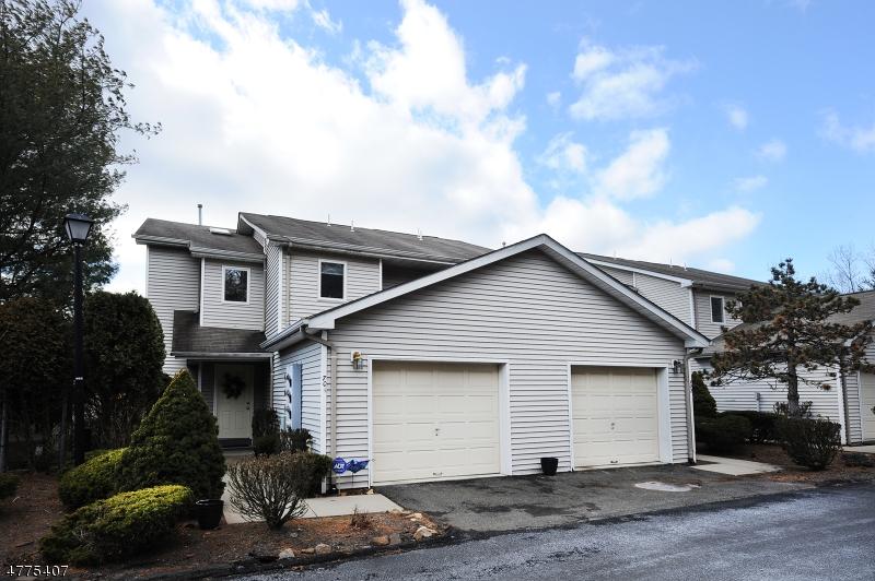 Частный односемейный дом для того Продажа на 701 Skyline Drive Haledon, Нью-Джерси 07508 Соединенные Штаты