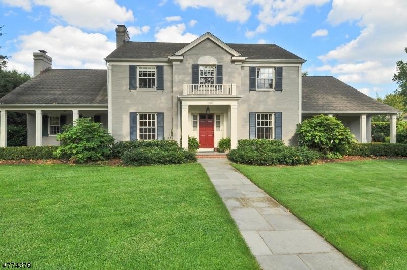 独户住宅 为 销售 在 1060 Wychwood Road 韦斯特菲尔德, 新泽西州 07090 美国
