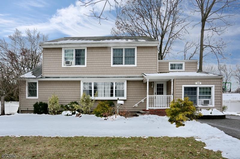 Maison unifamiliale pour l Vente à 316 Jordan Road New Milford, New Jersey 07646 États-Unis