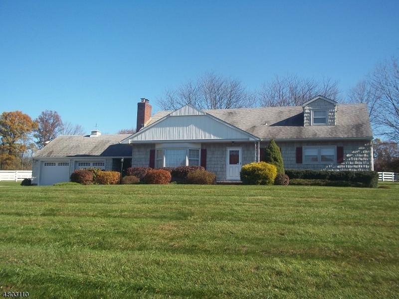 Casa Unifamiliar por un Alquiler en 41 Hill and Dale Road Tewksbury Township, Nueva Jersey 08833 Estados Unidos