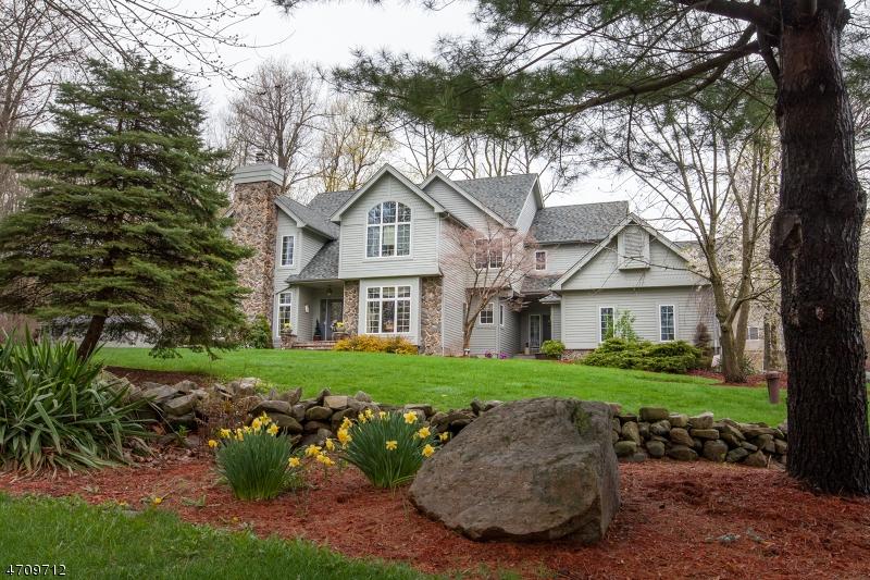 Villa per Vendita alle ore 1 Woodstock Drive Vernon, New Jersey 07461 Stati Uniti