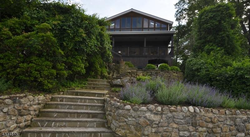 Частный односемейный дом для того Продажа на 105 Maxim Drive Hopatcong, Нью-Джерси 07843 Соединенные Штаты
