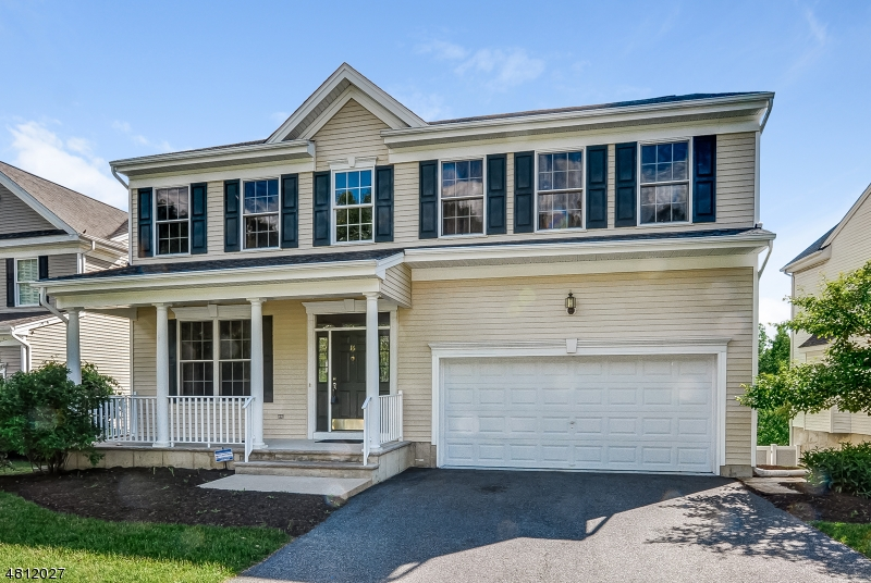 Maison unifamiliale pour l Vente à 16 CARRIAGE Road Hackettstown, New Jersey 07840 États-Unis