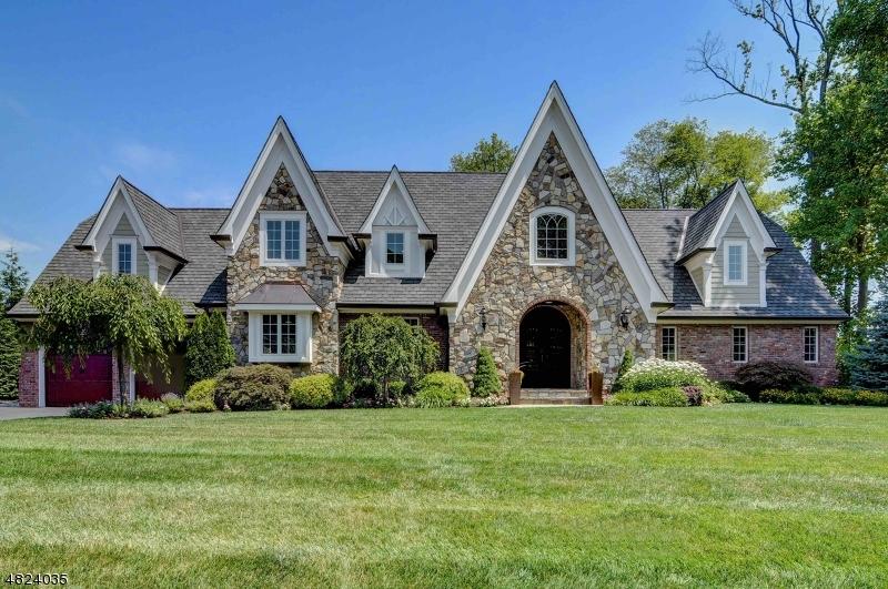 独户住宅 为 销售 在 264 APPLE TREE Lane Mountainside, 新泽西州 07092 美国