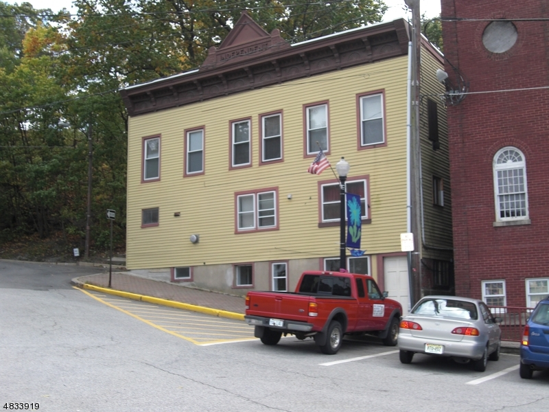 Commercial for Sale at 76 FOUNTAIN SQ Sussex, New Jersey 07461 United States