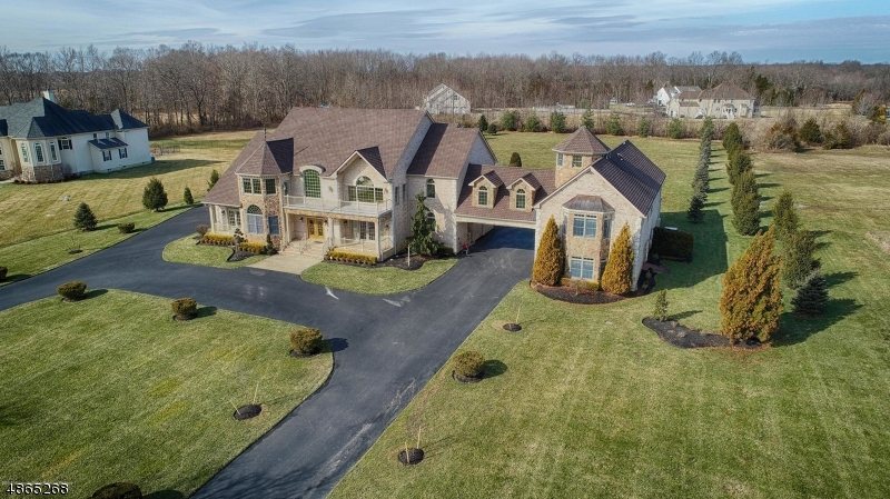 Частный односемейный дом для того Продажа на 8 Joan Drive Millstone, Нью-Джерси 08510 Соединенные Штаты