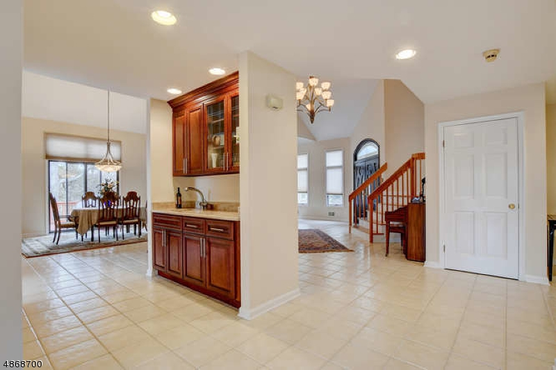 Additional photo for property listing at 5 VAIL Court  Bridgewater, New Jersey 08807 United States