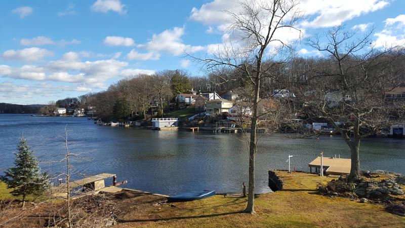 Частный односемейный дом для того Продажа на 229 Squaw Trail Hopatcong, Нью-Джерси 07821 Соединенные Штаты