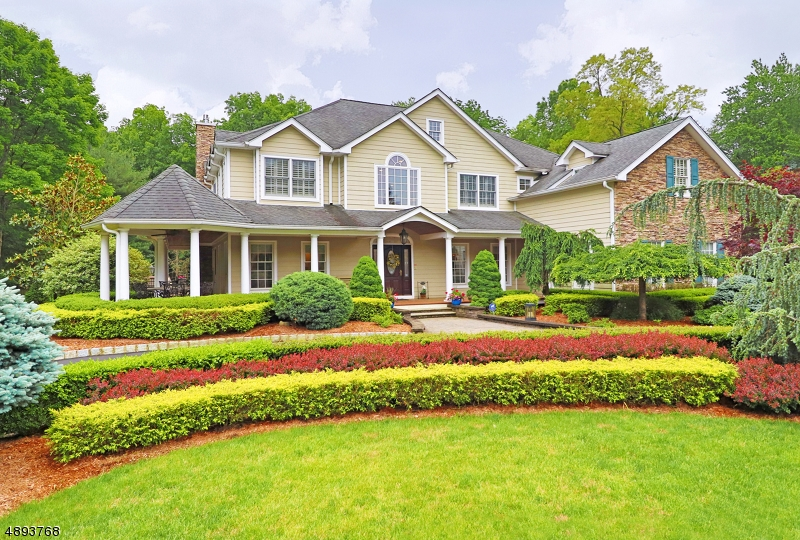 Single Family Homes para Venda às Ho Ho Kus, Nova Jersey 07423 Estados Unidos