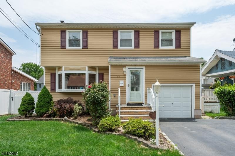 Single Family Homes pour l Vente à Woodbridge, New Jersey 07067 États-Unis
