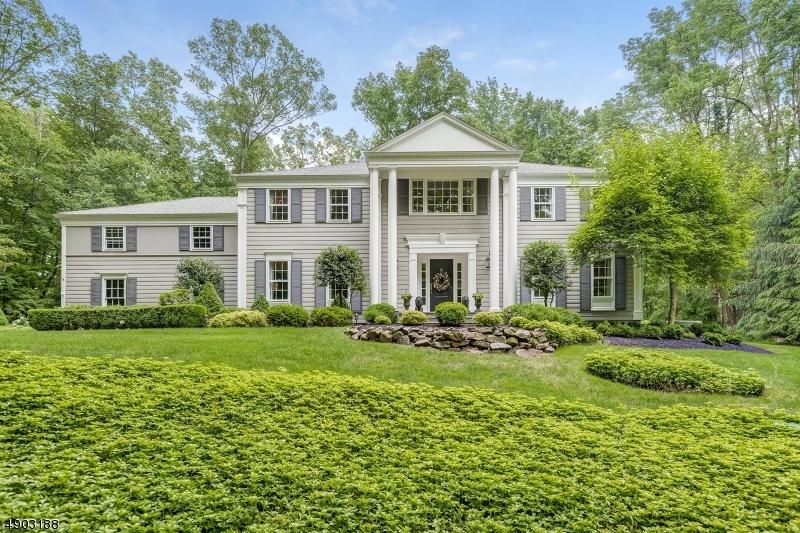 Single Family Homes pour l Vente à Readington Township, New Jersey 08889 États-Unis