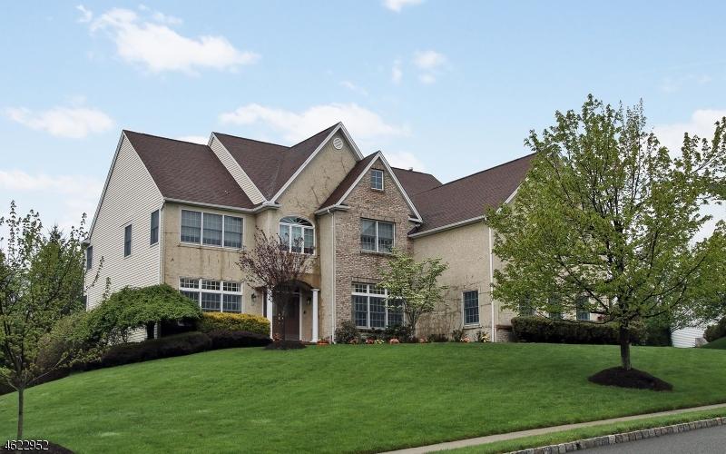 独户住宅 为 销售 在 10 Bakley Ter 西奥兰治, 新泽西州 07052 美国