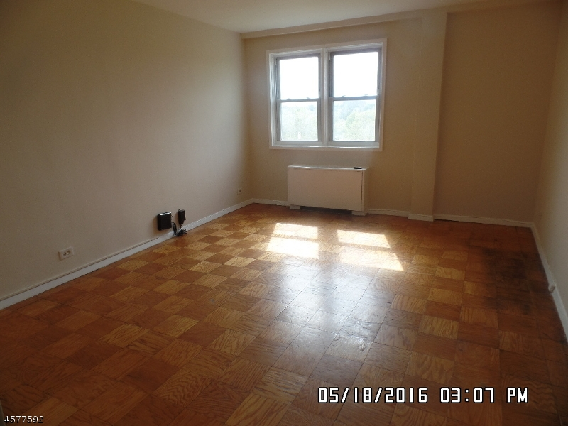 Additional photo for property listing at 39 E 39th Street  Paterson, 新泽西州 07514 美国