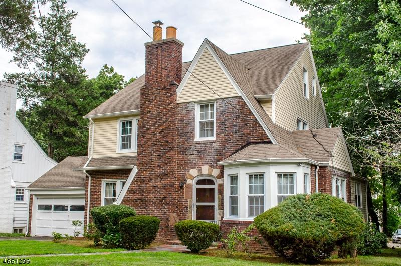 Casa Unifamiliar por un Venta en 52 GILBERT PLACE West Orange, Nueva Jersey 07052 Estados Unidos