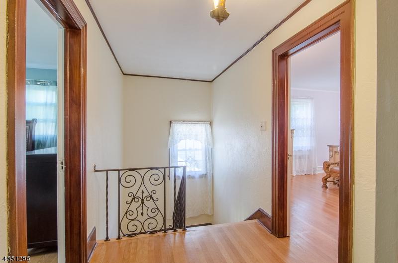 Additional photo for property listing at 52 GILBERT PLACE  West Orange, Nueva Jersey 07052 Estados Unidos