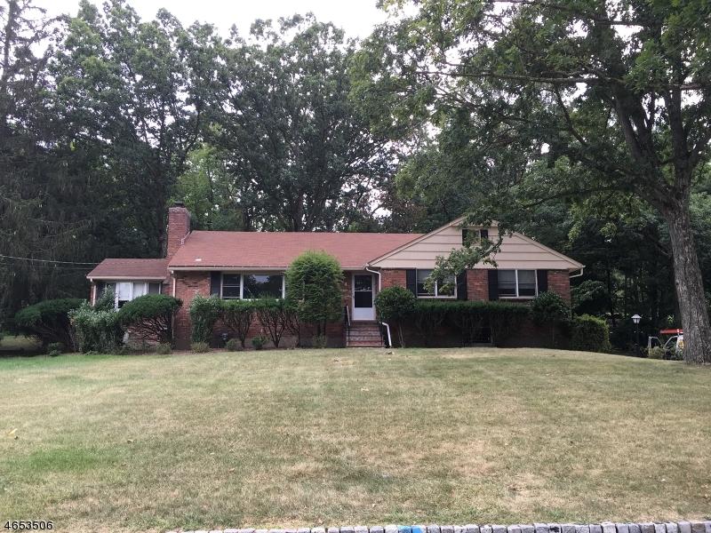 独户住宅 为 出租 在 4 Hemlock Drive Caldwell, 07006 美国