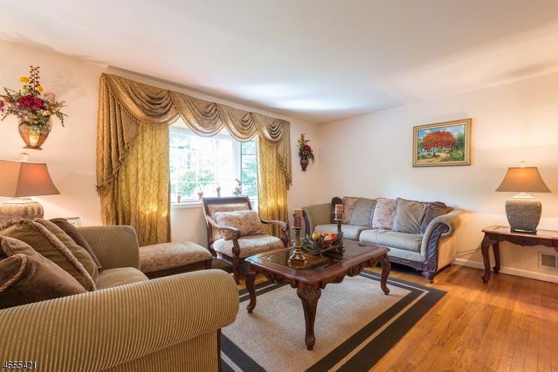 Additional photo for property listing at 19 Singac Court  Parsippany, New Jersey 07054 États-Unis