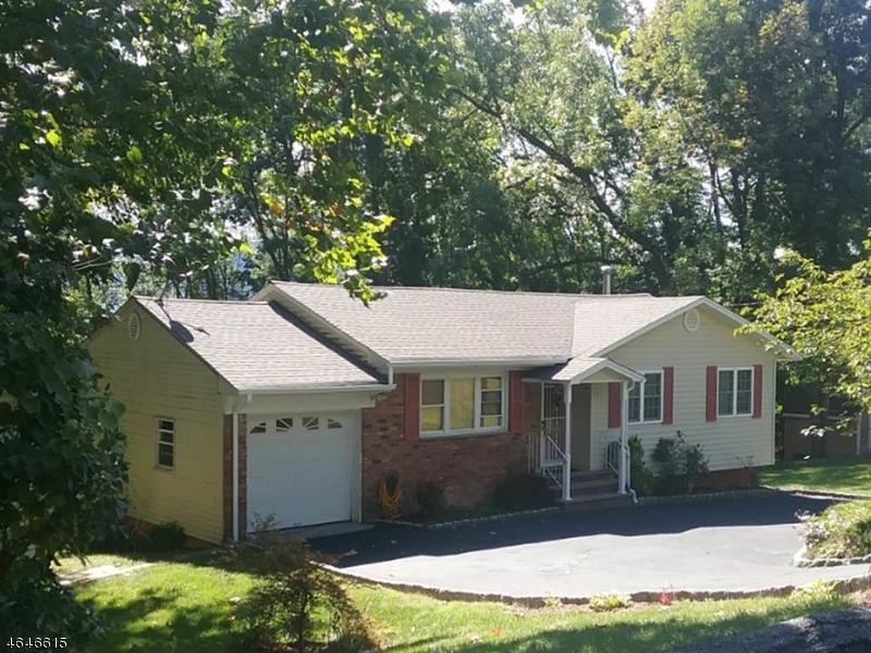 Частный односемейный дом для того Продажа на 38 Cedar Ter N Glenwood, 07418 Соединенные Штаты