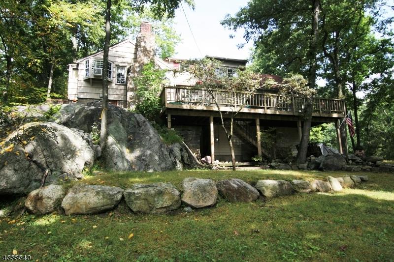Maison unifamiliale pour l Vente à 42 Cabot Lane Butler, New Jersey 07405 États-Unis