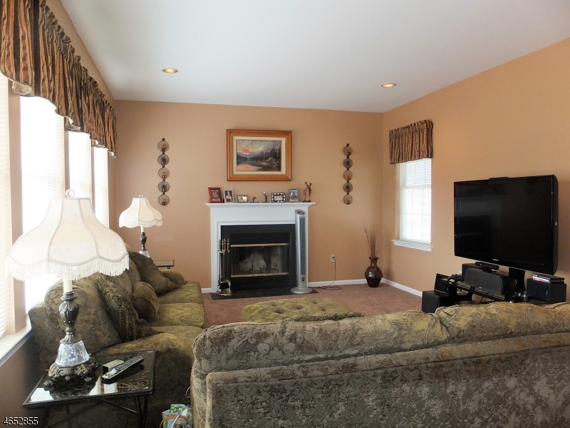 Additional photo for property listing at 530 Dori Place  Stewartsville, New Jersey 08886 États-Unis