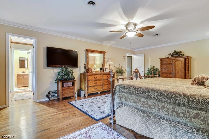Additional photo for property listing at 32 Knox Ter  Totowa Boro, Нью-Джерси 07512 Соединенные Штаты