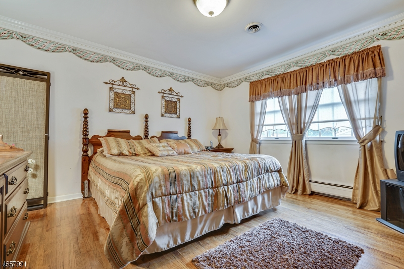 Additional photo for property listing at 32 Knox Ter  Totowa Boro, 新泽西州 07512 美国