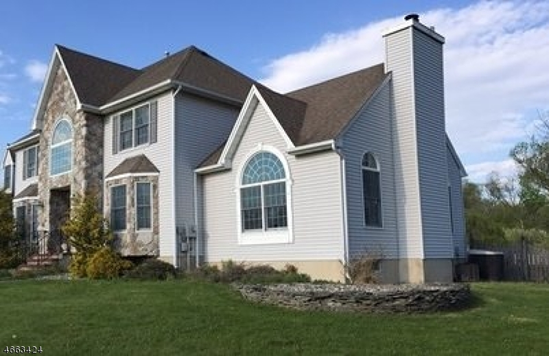 Maison unifamiliale pour l Vente à 4 VAN FLEET Road Neshanic Station, New Jersey 08853 États-Unis