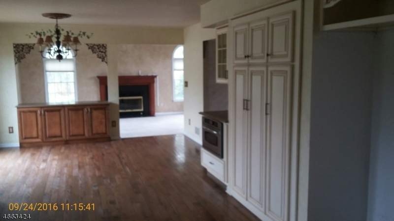 Additional photo for property listing at 4 VAN FLEET Road  Neshanic Station, New Jersey 08853 États-Unis