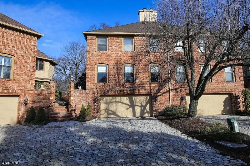 Частный односемейный дом для того Продажа на 4 Penna Court Florham Park, 07932 Соединенные Штаты