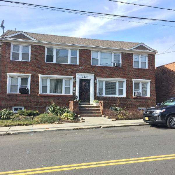 Casa Unifamiliar por un Alquiler en 1530-2 LIBERTY Avenue Hillside, Nueva Jersey 07205 Estados Unidos