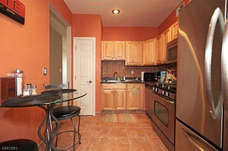 Casa Unifamiliar por un Alquiler en 437 Hartford Drive Nutley, Nueva Jersey 07110 Estados Unidos