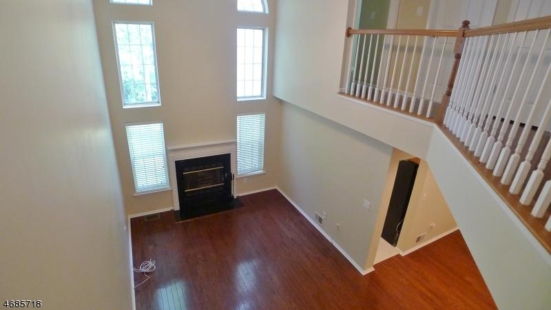Частный односемейный дом для того Аренда на 45 WASHINGTON Court Towaco, Нью-Джерси 07082 Соединенные Штаты