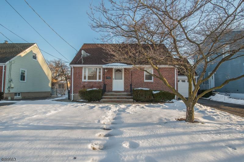 Casa Unifamiliar por un Venta en 110 Hamilton Avenue Elmwood Park, Nueva Jersey 07407 Estados Unidos