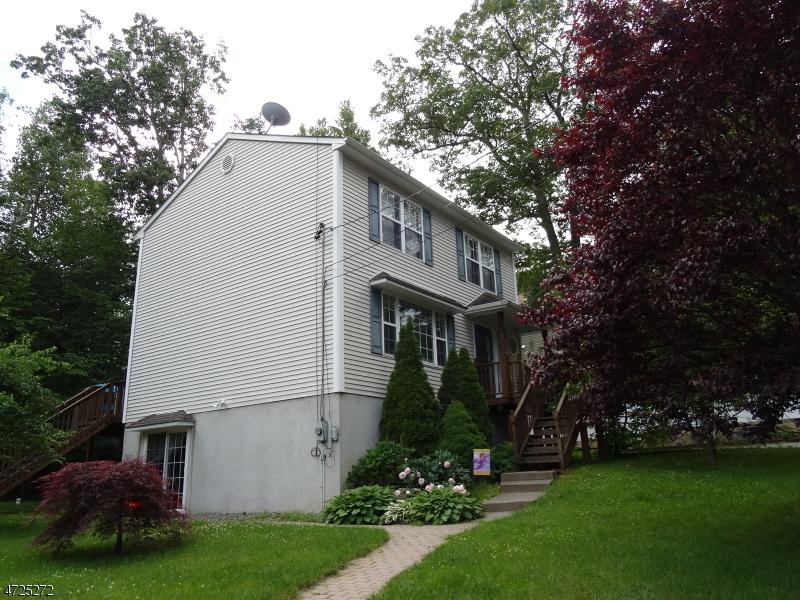 Casa Unifamiliar por un Alquiler en 21 Ormond Road West Milford, Nueva Jersey 07421 Estados Unidos