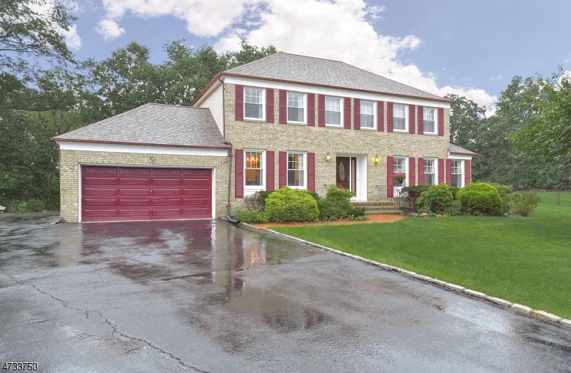 Частный односемейный дом для того Продажа на 14 Heather Drive East Hanover, Нью-Джерси 07936 Соединенные Штаты