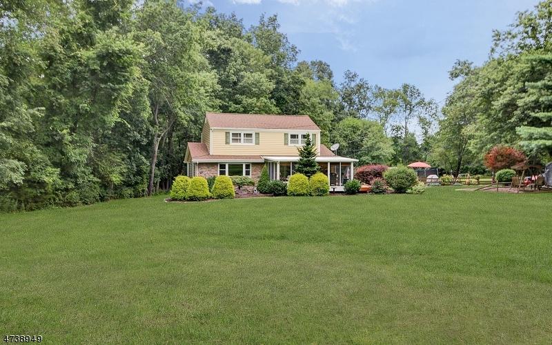 独户住宅 为 销售 在 549 COUNTY ROAD 513 Pittstown, 08867 美国