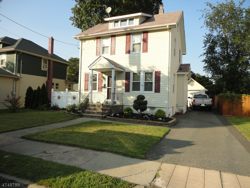 Single Family Home for Sale at 20 Chestnut Avenue Rochelle Park, New Jersey 07662 United States