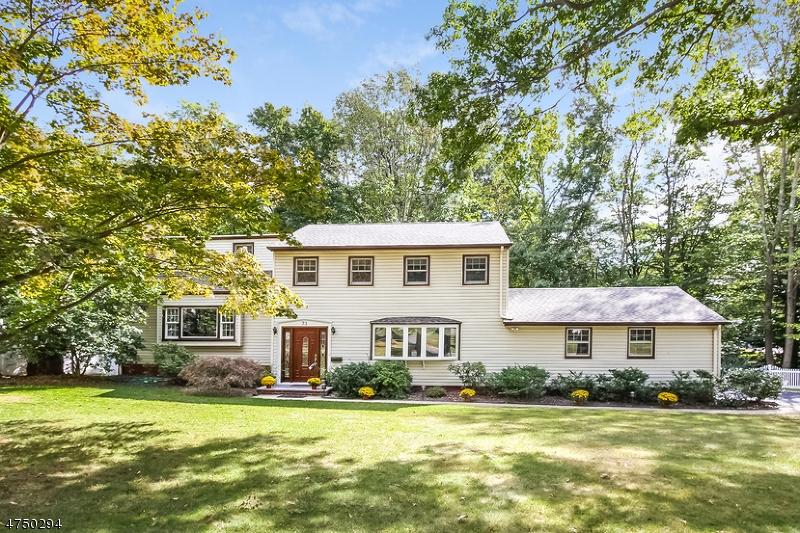 Einfamilienhaus für Verkauf beim 73 Whitney Drive 73 Whitney Drive Berkeley Heights, New Jersey 07922 Vereinigte Staaten