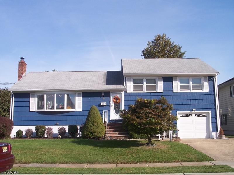 Enfamiljshus för Försäljning vid 28 E Oak Street 28 E Oak Street Carteret, New Jersey 07008 Usa