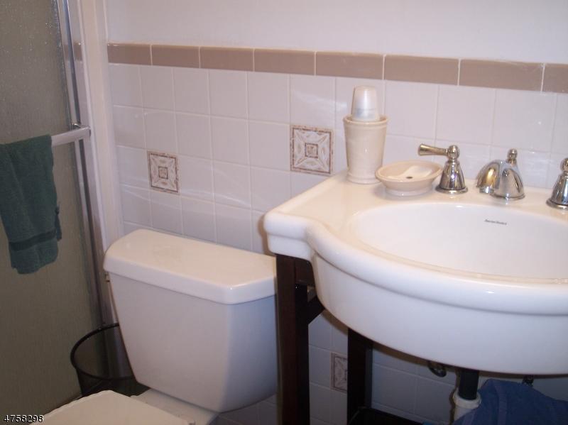 Additional photo for property listing at 28 E Oak Street 28 E Oak Street Carteret, Nueva Jersey 07008 Estados Unidos