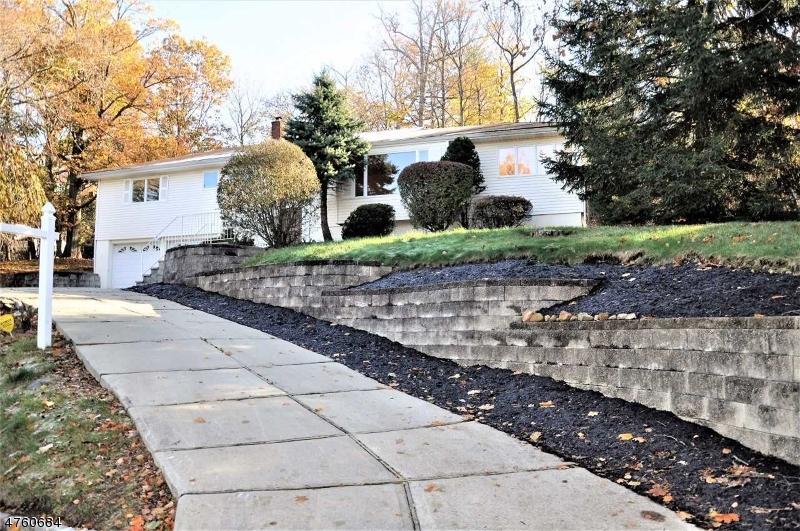Частный односемейный дом для того Аренда на 4 Kathay Drive Livingston, Нью-Джерси 07039 Соединенные Штаты