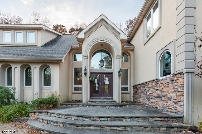 Частный односемейный дом для того Продажа на 10 Camelot Drive Byram Township, Нью-Джерси 07821 Соединенные Штаты